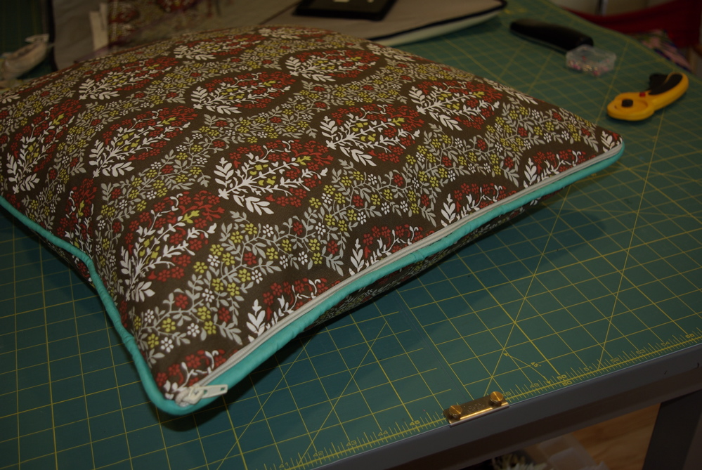 making a pillow sham, with piping and a zipper - noelle o designs