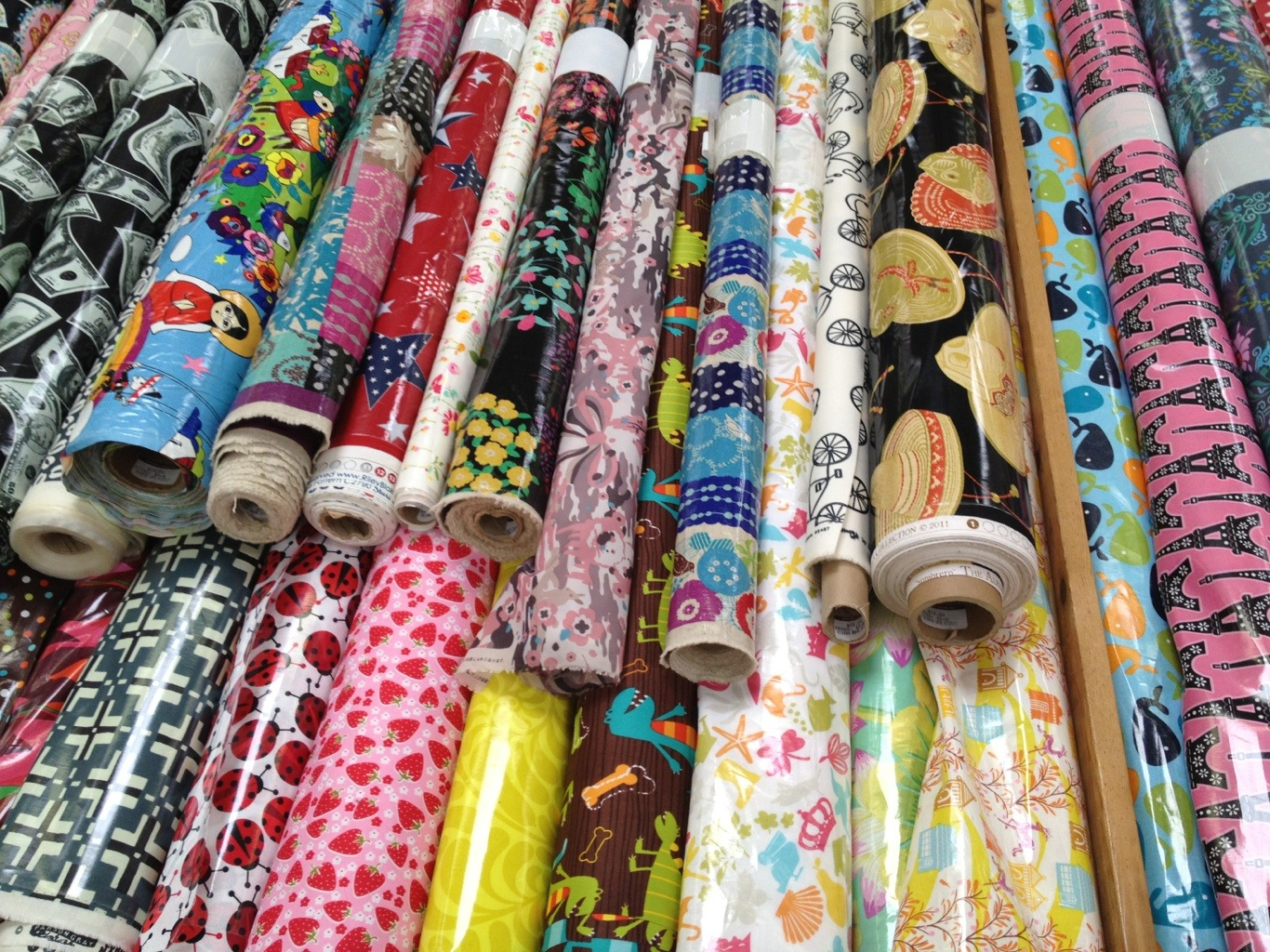 Fabric shopping in downtown la for Cheap clothing material